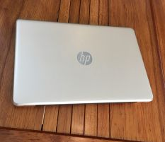 Hp 15 Core i3 6006u Ram 4 Hdd 500 Vga 2GB GOLD