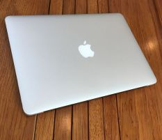 Macbook Air 13 Mid 2015 Core i7 5650u Ram 4 SSD 256